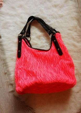 Розовая вязанная сумка с черными ручками козжам вместительная средняя большая плетеная