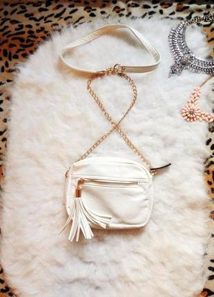Белая сумка кросс боди кожзам золотистая цепочка кисточка украшение маленькая с карманами