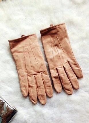 Персиковые бежевые кожаные натуральные перчатки рукавички зимние пудровые