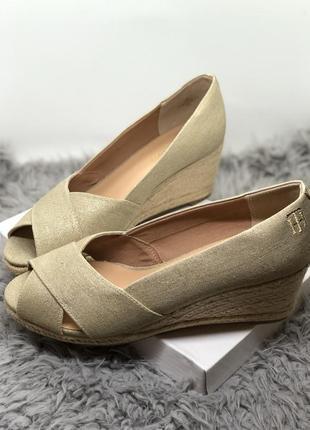 Женственные туфли бренд tommy hilfiger