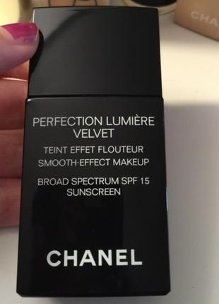 Chanel тональное средство с эффектом сияния perfection lumiere velvet spf15