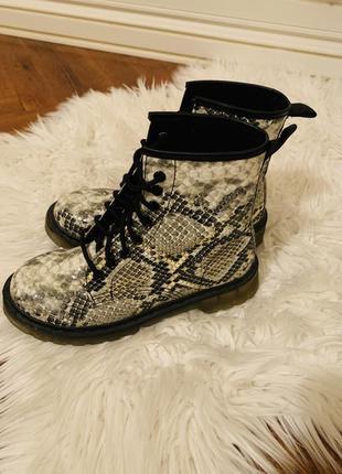 Стильние ботинки в стиле dr.martens