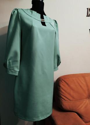 Элегантное платье цвета мяты.