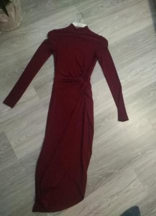 Нярядное платье миди,с закрытым декольте.
