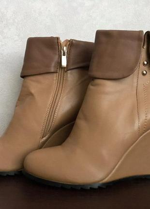 Новые ботинки из кожзама на танкетке
