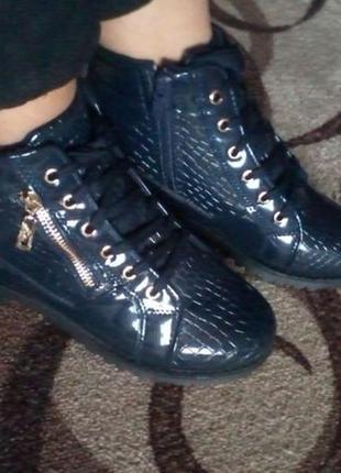 Новые темно-синие лакированые ботинки 37р