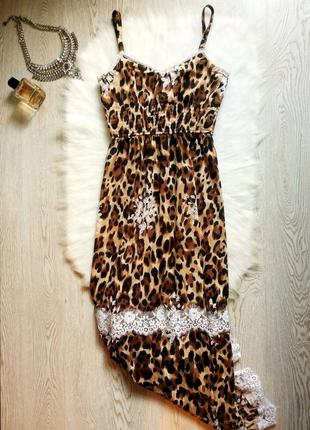 Длинное в пол леопардовое платье сарафан на бретелях с белым кружевом гипюр тигровое