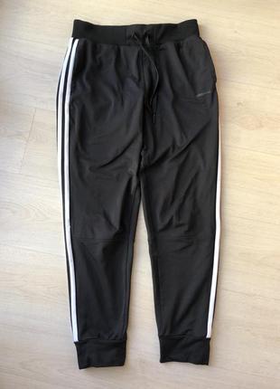 Чёрные белые спортивные штаны адидас adidas neo