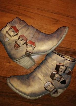 Ботинки, сапоги новые р. 36