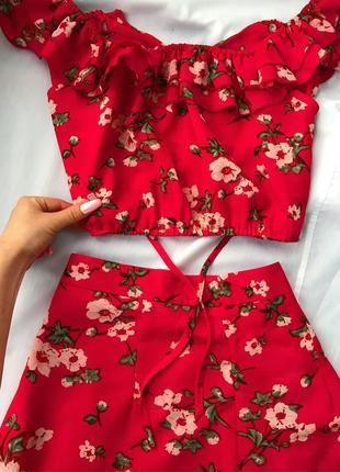 Роскошный алый красный комплект сет костюм двойка топ юбка в цветочный принт missguided s