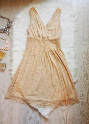 Короткое нарядное бежевое платье блестящее золотое глубоким вырезом вечернее люрекс