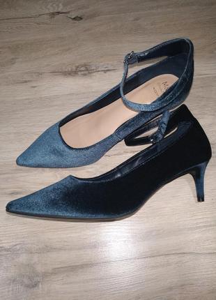 Новые стильные велюровые бархатные туфли
