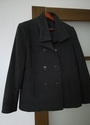 Пальто серое
