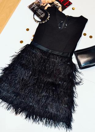 Вечернее черное платье с перьями , без рукава с кружевной спиной, размер s