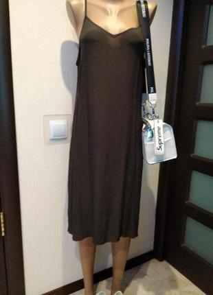 Отличное платье-сарафан тонкое на бретельках миди без подкладки