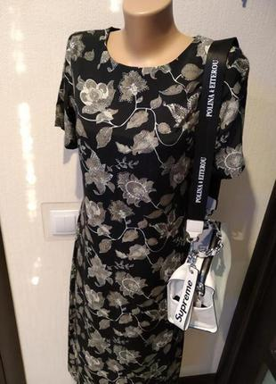 Стильное платье макси прямого покроя с принтом цветы