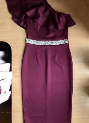 Шикарное платье к новому году на одно плече