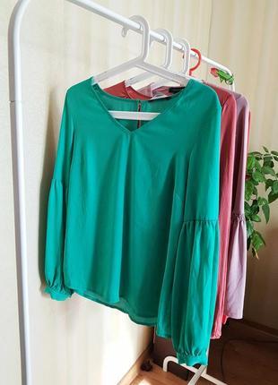 Шикарна ізумрудна блуза від primark з об'ємними рукавчиками