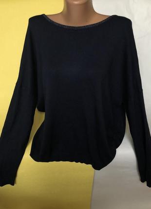 Красивый свитер с люрексом и приоткрытой спиной