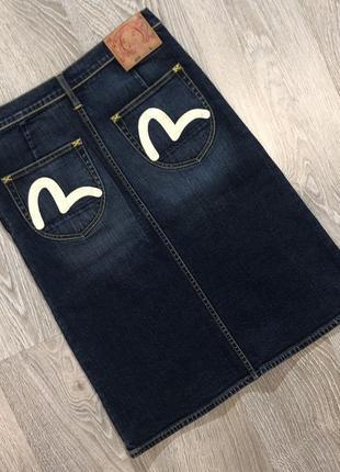 Джинсовая юбка в длине миди от японского бренда evisu