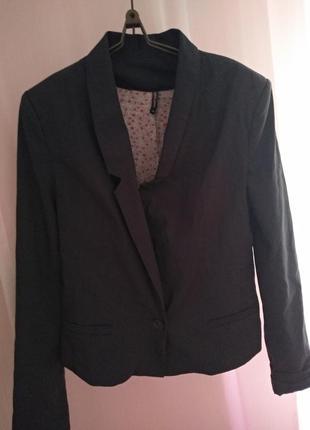 Темно серый пиджак