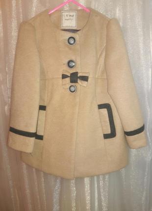Пальто  бежевое на 3-4 года рост 104 см