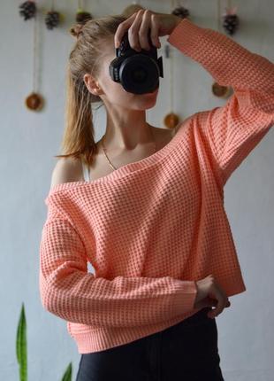 Укороченный свитерок с открытыми плечиками от boohoo
