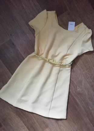 Теплое нарядное приталенное платье, сукна