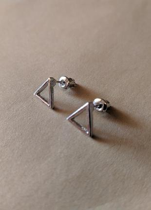 Минималистичные серьги-треугольники, треугольные минималистичные сережки-гвоздики