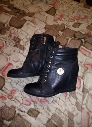 Сникерсы. сапожки. ботинки полусапожки новые р. 39