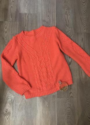 Тёплый вязаный свитер с бусинами