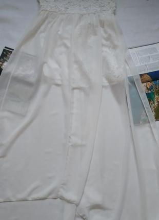 Длинное белое полупрозрачное платье ручной работы