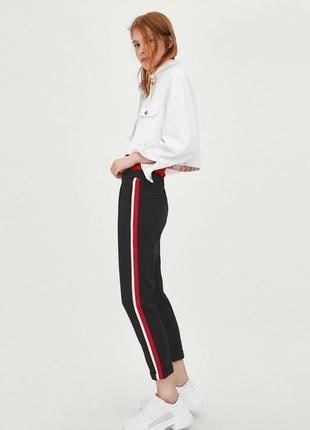 Стильные черные брюки с многоцветными лампасами zara!