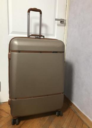 Песочный дорожный чемодан