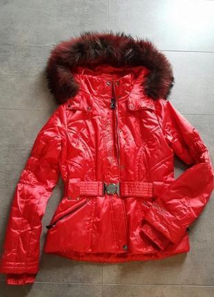 Шикарная красная лыжная куртка с натуральным мехом