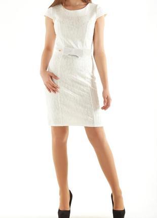 Оригинальное гипюровое платье с коротким рукавом