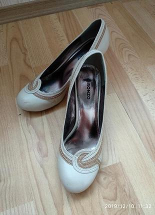 Бежевые нюдовые туфли