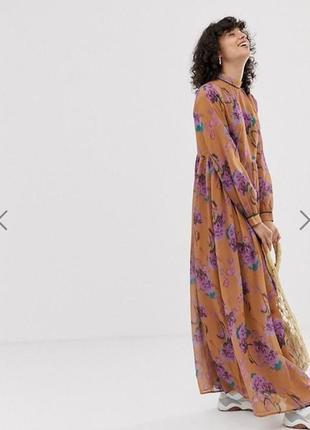 Романтична елегантна квітчаста максі-сукня