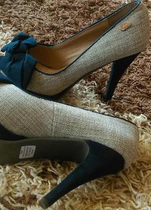 Туфли женские нарядные на каблуке идут на 38( по стельке 24,5см)