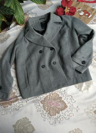 Коротке пальтишко-жакет для пишної красуні від yessica