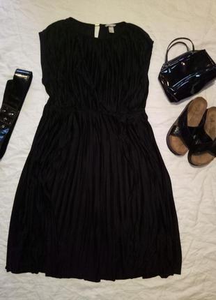 Платье плиссе миди плисерованное черное короткий рукав