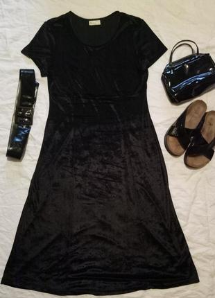 Платье черное бархатное миди короткий рукав