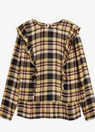 Изысканная клетчатая блуза с рюшами