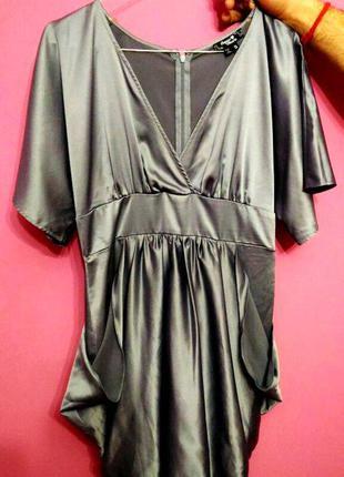 Шелковое платье,с вырезом.