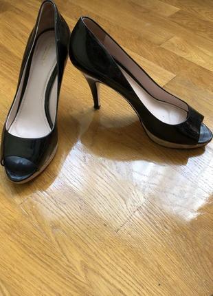 Ідеальні лакові туфлі