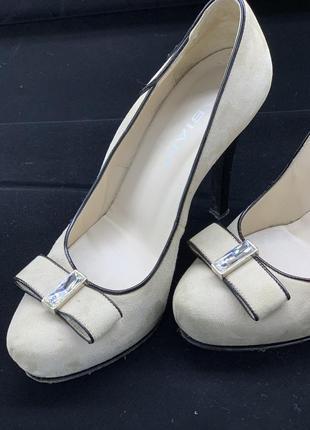 Туфли на каблуке итальянского бренда fabiani