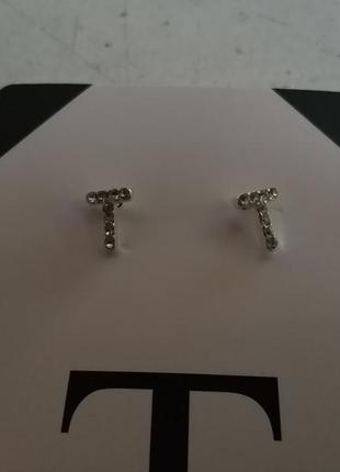 """Серьги-гвоздики с инициалами """"t""""  американского бренда avon"""