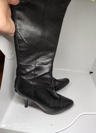 Шикарные кожаные деми сапоги 38 размер