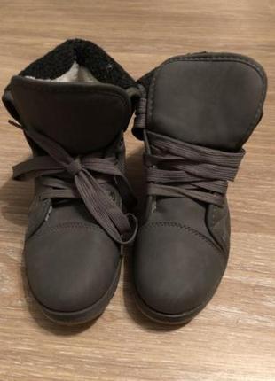 Ботинки деми новые р. 35