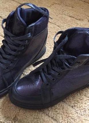 Новые демисезонные ботинки сникерсы р. 39